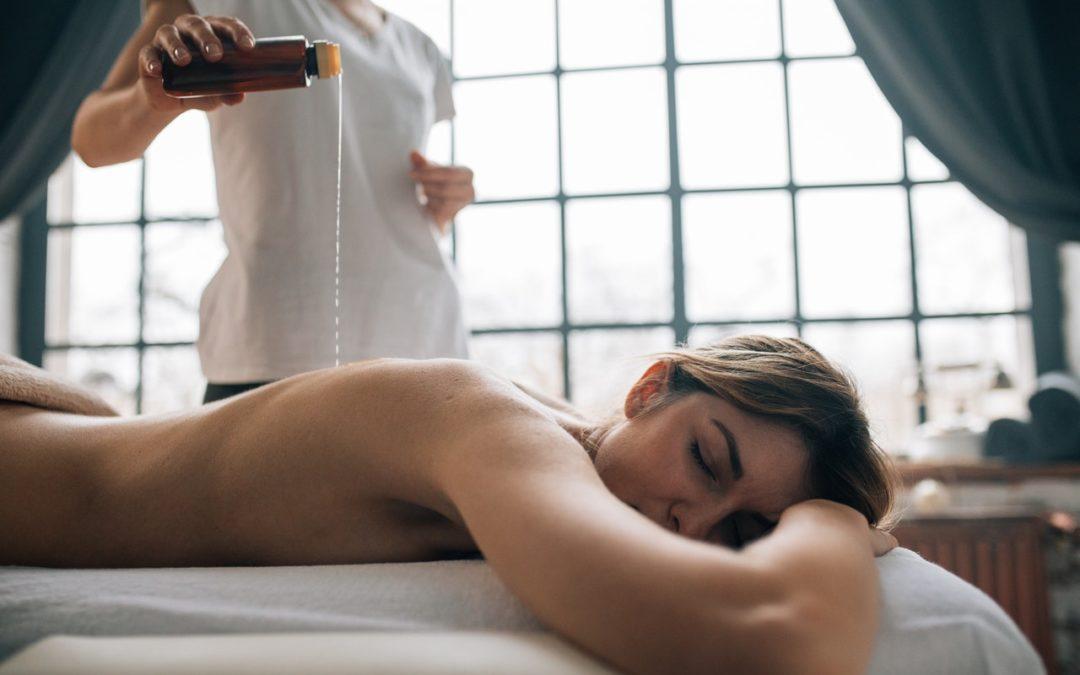L'huile de massage : pourquoi l'utiliser et comment la choisir ?